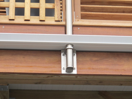 Terrasse tanche avec bac acier et platelage bois ip for Fixation garde corps a l anglaise