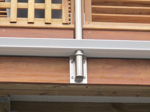 Mise en place du gardecorps inox sur la terrasse bois étanche