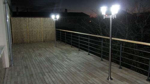 PH OTO 8  utilisation des mêmes platines pour fixer des lampadaires