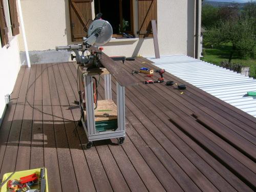 Photo 3  fixation des lames de terrasse sur les profilés