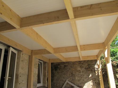 Terrasse étanche en bois composite, pour créer une pièce de vie[R
