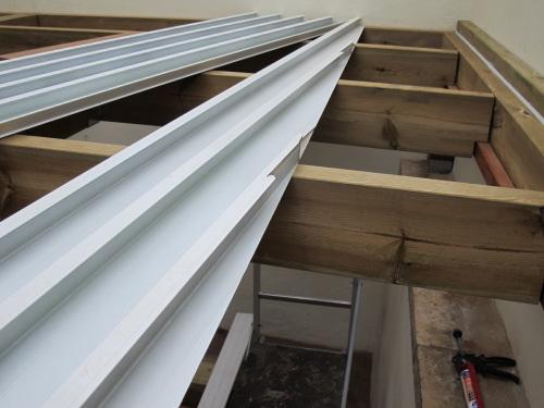 V randa sous terrasse tanche - Comment couper des plinthes en biais ...